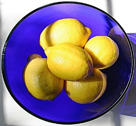 bowl full of lemons