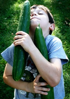children growing vegetables- growing a huge zucchini