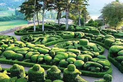 Marqueyssac gardens clipped hedges